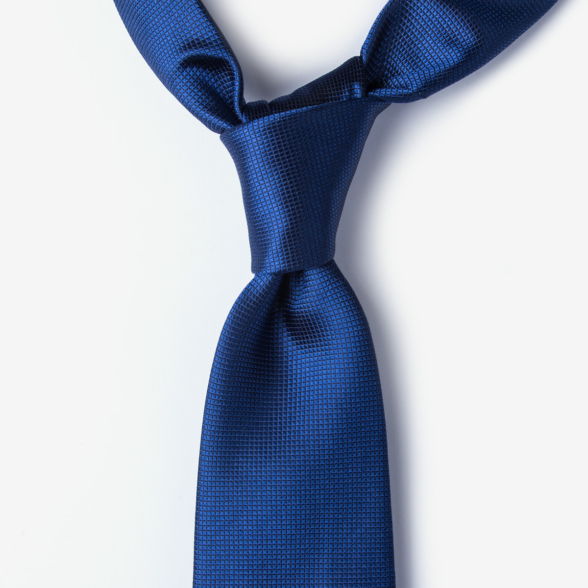 How to Tie a Necktie - A Comprehensive Knotting Guide